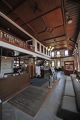 旧古賀銀行本店内部