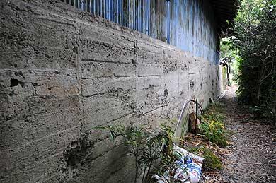 大浜飛行場 大型格納庫Bに残る爆撃による傷跡