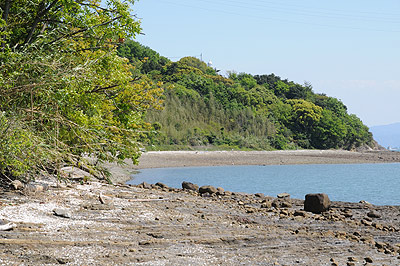 戸馳島灯台への道02