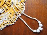昭和の白いネックレス(ショート)