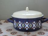 クリーム色と濃紺のヴィンテージホーロー鍋