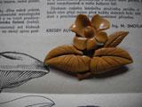 木彫りのお花ブローチ