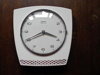 ドイツ Dugena 白×ワイン色の陶器時計