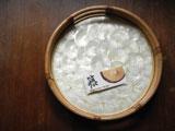 カピス貝と天然籐のレトロトレイ籠 φ33.8cm