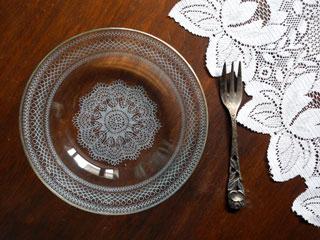 fromドイツ 繊細なレースモチーフのガラス皿