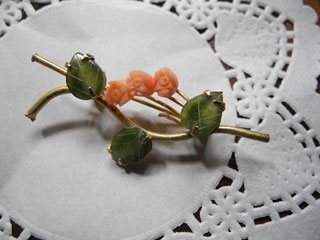 翡翠と珊瑚のお花ブローチ