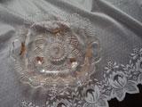 東洋ガラス 淡いピンクガラスの脚付き大皿