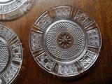 繊細なプレスドガラスのフルーツ皿 φ14.8cm