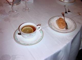 自家製パンと紅茶