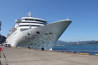 敦賀港鞠山埠頭に停泊中の「ぱしふぃっくびいなす」