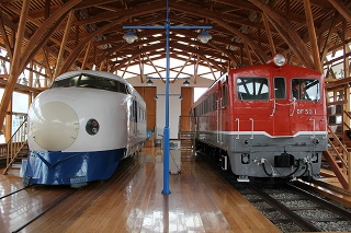 DF50‐1と0系新幹線