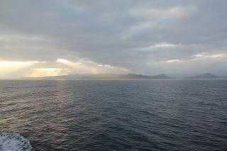 隠岐諸島・島後沖を航行中