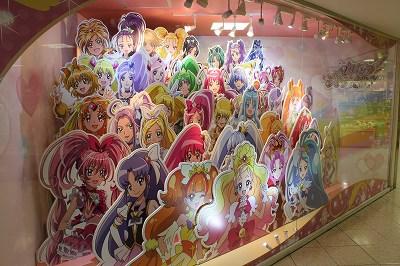 「プリキュア・プリティーストア大阪本店」入り口のパネル。