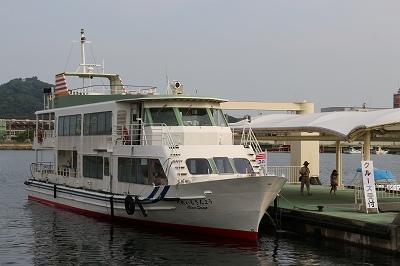 詫間港・宮ノ下桟橋に停泊中の「くれいる・さんよう」。