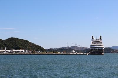 クルーズポート・ウノに停泊中の「L'AUSTRAL」。