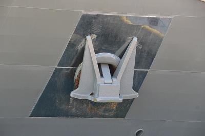 「L'AUSTRAL」の船首部分のアンカー付近。