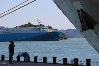 「L'AUSTRAL」の船首付近を後ろから。