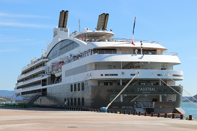 「L'AUSTRAL」の船尾側。