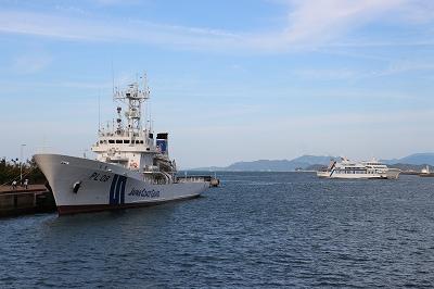 「巡視船とさ」と「ブルーライン」の並び。