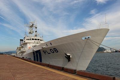 サンポート高松に停泊中の「巡視船とさ」。