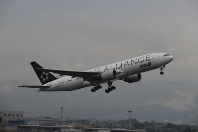 高知龍馬空港を離陸する「STAR ALLIANCE」。