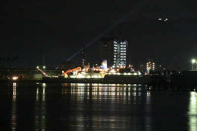 高知港に停泊中の「白鳳丸」。
