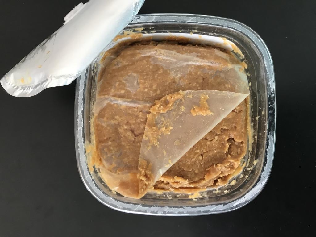 味噌の中にある薄い紙