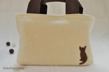 羊毛フェルト刺繍 猫シルエット with フェルトボール