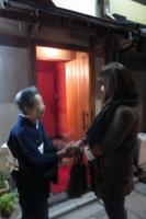 米さんと握手。