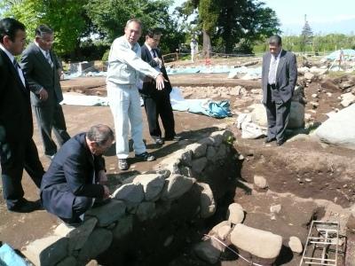 甲斐国分寺跡発掘調査視察