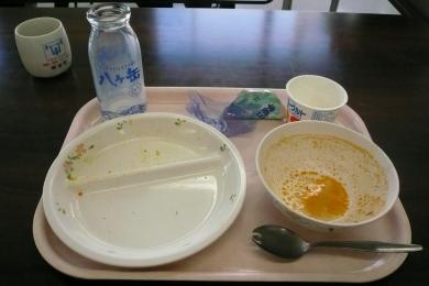 市立御坂西小学校給食試食