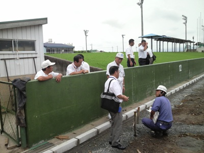 石和中央テニスコート(教育厚生委員会現地視察)