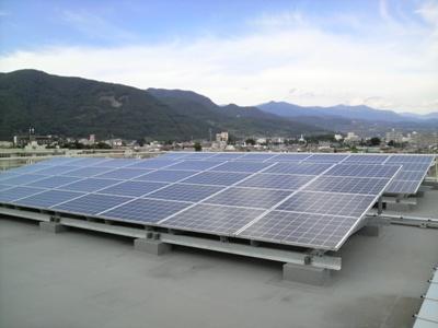 太陽光発電モジュール(市役所南館)