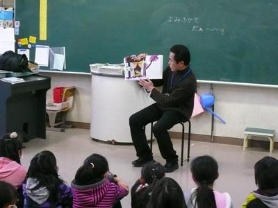 読み聞かせ(第25回・3年2組)