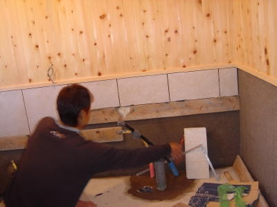 タイル貼り・檜の板張り