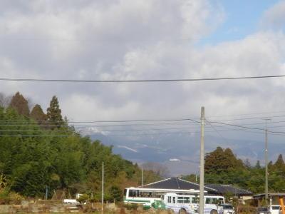 本日も那須山には雪が降っています。