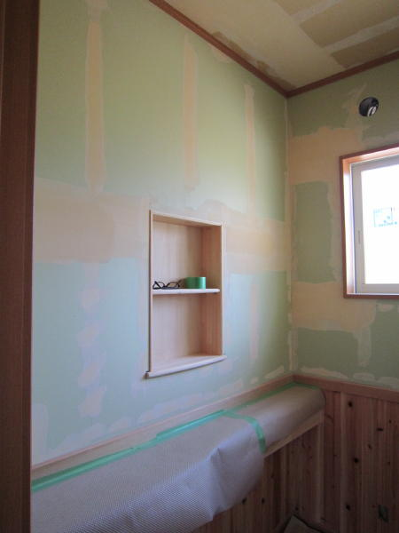 壁がグリーンなのは、防水下地仕様です…