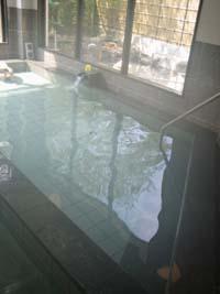 源泉の浴槽