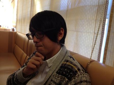 タナケさん考えています
