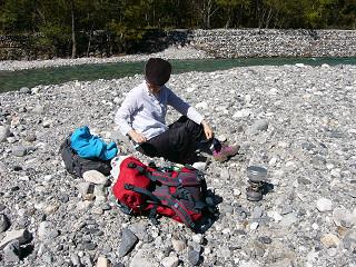 河原で昼食