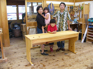 ヒノキ一枚板の学習机