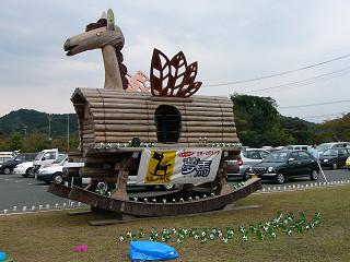巨大木馬「むーま」・キャンドルナイトの準備中
