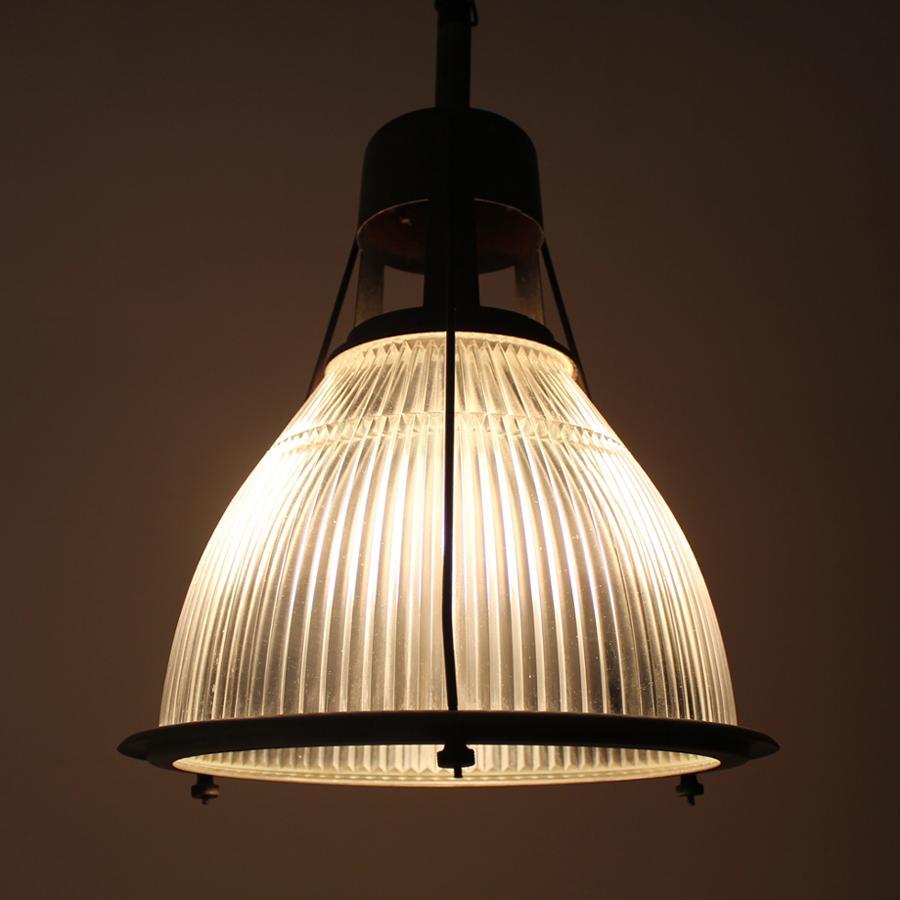 インダストリアルライト点灯