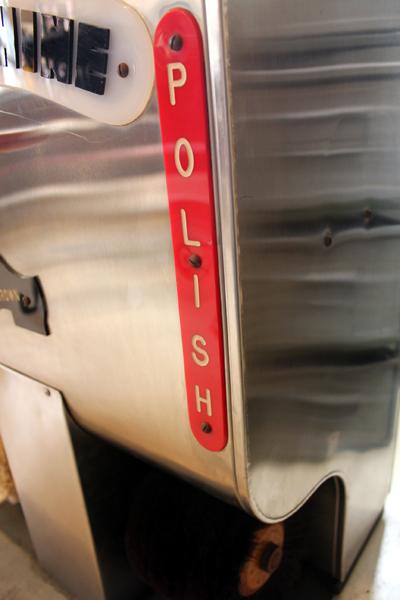 ヴィンテージの靴磨き機 ポリッシュ文字
