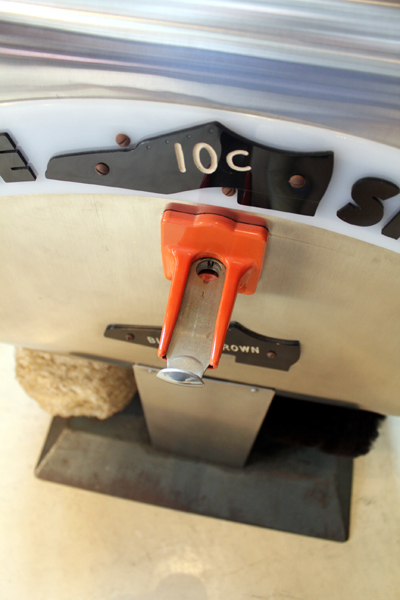 ヴィンテージの靴磨き機 コイン入れ