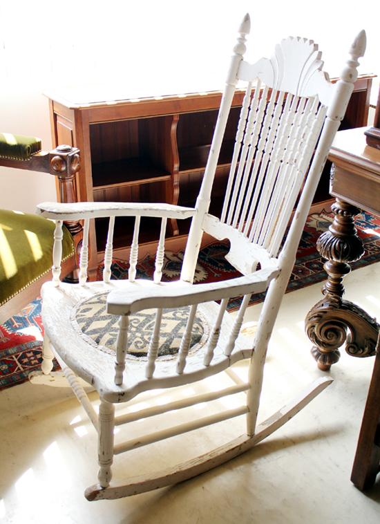 antique rocking chair  シャビー斜め前