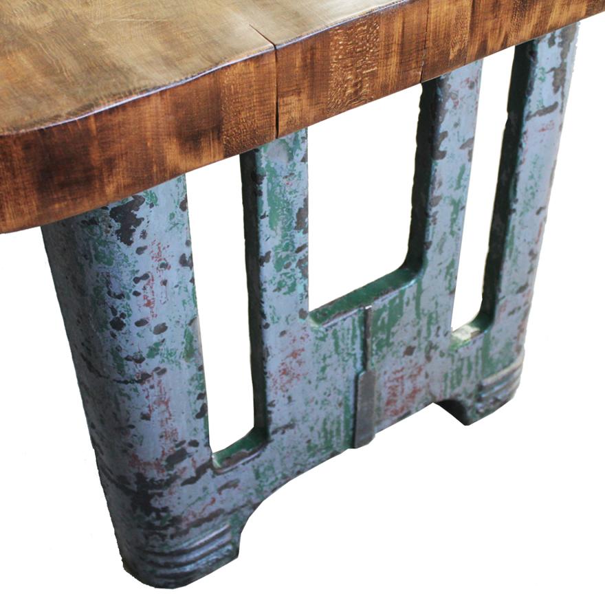 大きなテーブル 脚外側
