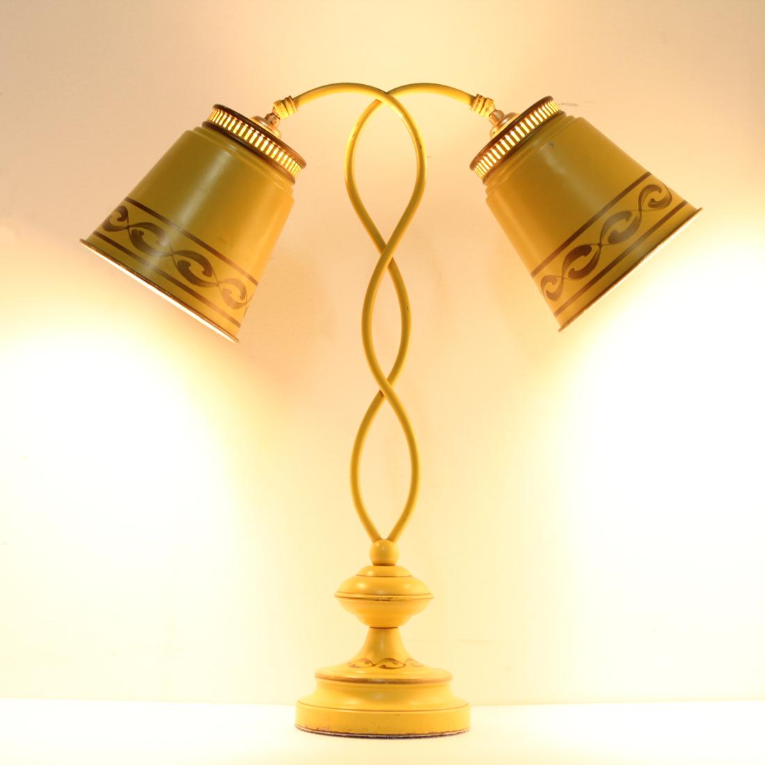 ヴィンテージ卓上ランプ 点灯時