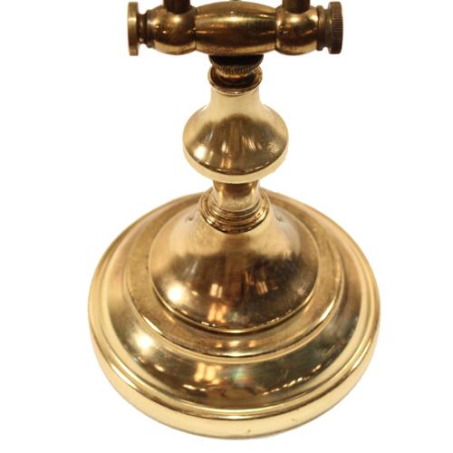 真鍮色のデスクランプ ベース