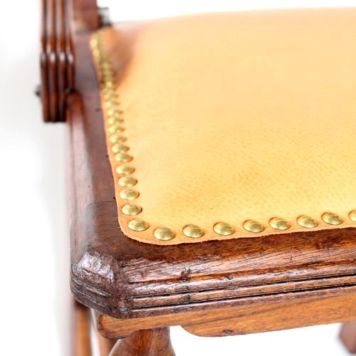 アンティークの椅子 座面の革UP